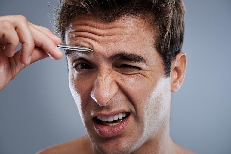Pinças, lâminas de barbear ou depilação? Cada uma das estratégias para curar a forma das sobrancelhas homem